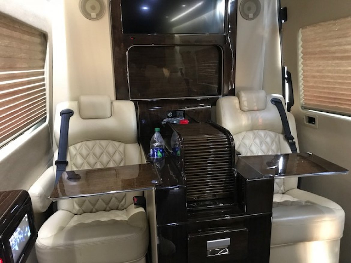 "Photo of Sprinter for sale: 2015 Mercedes-Benz 3500 25"" by LCW"