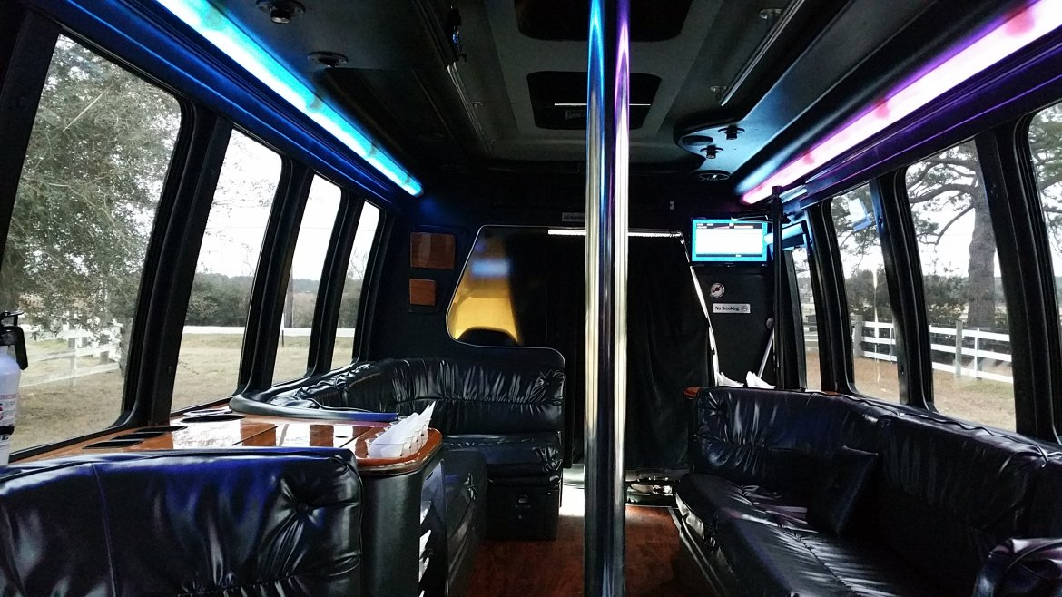 """Photo of Limo Bus for sale: 1999 Ford E 450 28"""" by Krystal"""