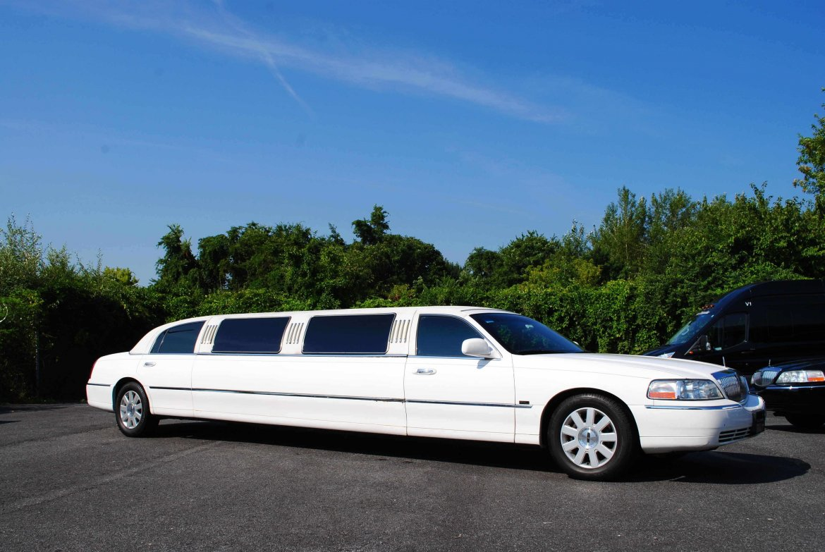 "Limousine for sale: 2005 Lincoln Lincoln Town Car Limousine  140"" by Tiffany"