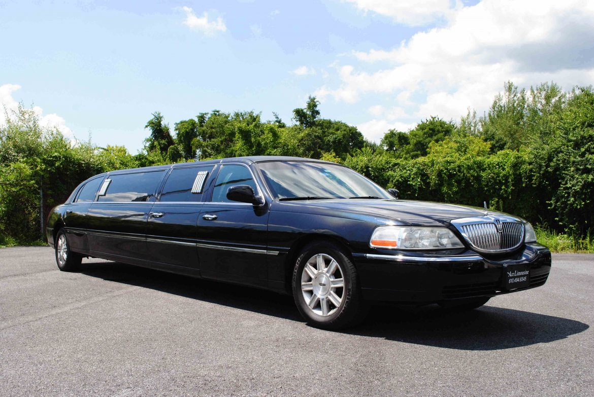 Limousine For 2009 Lincoln Town Car 140 By Krystal