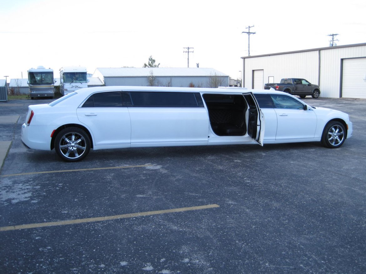 "Limousine for sale: 2016 Chrysler 300 5th Door 140"" by Springfield Coach"