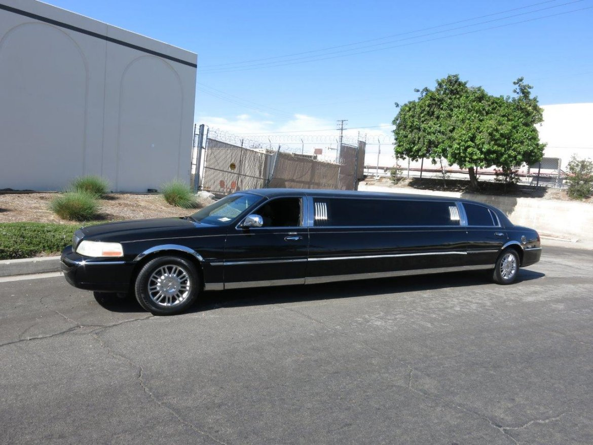 "Limousine for sale: 2008 Lincoln 120"" 120"" by Krystal Coach"