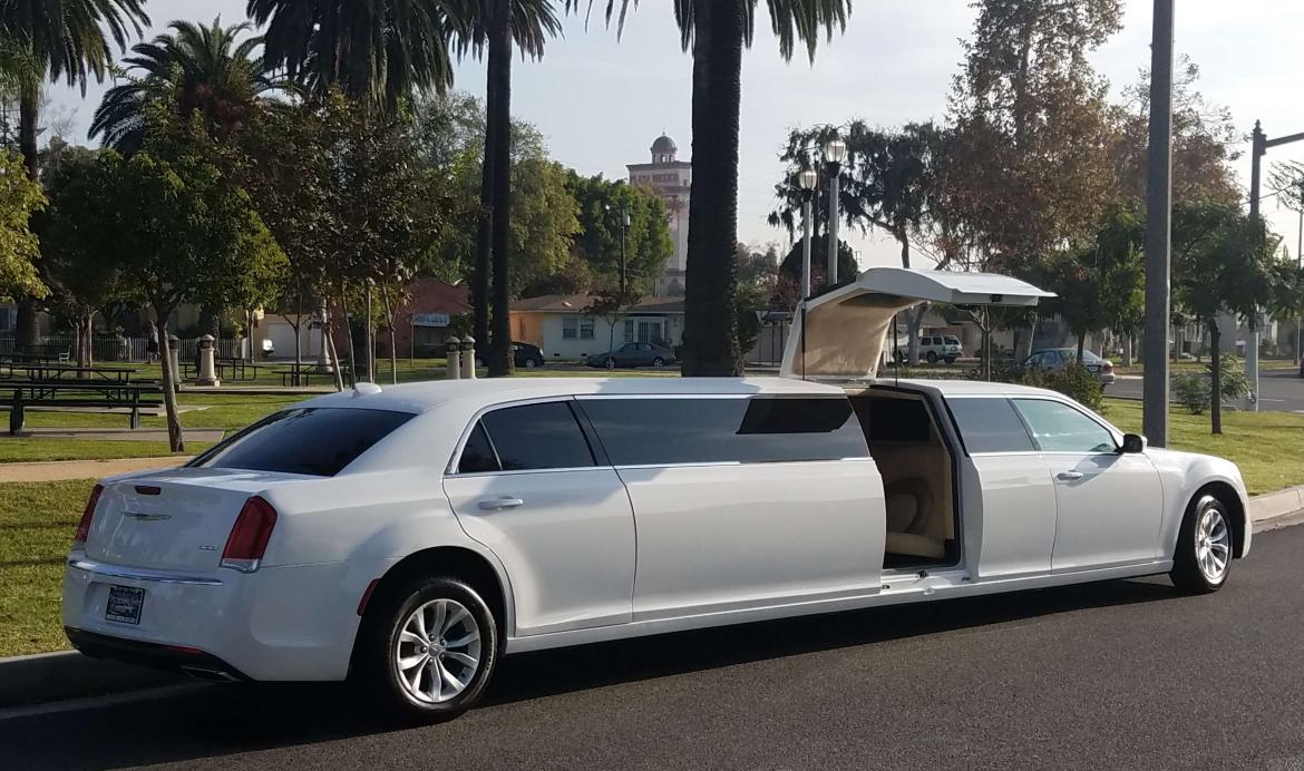 Photo of Limousine for sale: 2015 Chrysler 300 Jet-Door 140\