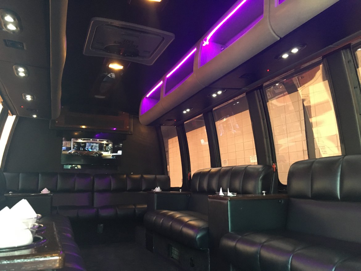 "Limo Bus for sale: 2008 Ford E450 30"" by Turtle Top"