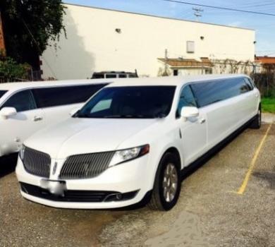 """For sale: 2014 Moonlight Lincoln MKT 5-Door 14-Pass 4WD 180"""""""