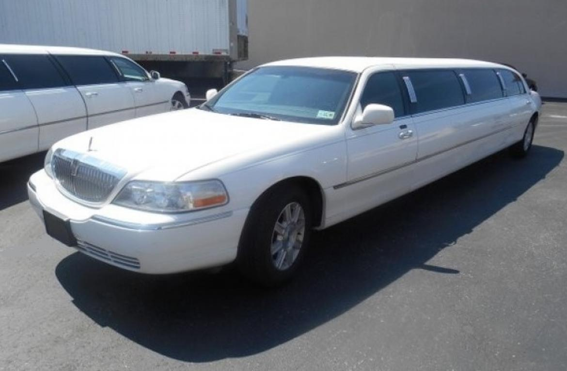 "Limousine for sale: 2011 Lincoln Towncar 5-Door 120"" by DaBryan"