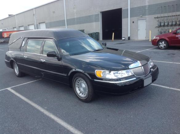 Used 2000 Lincoln Lincoln Town Car Hearse  818  For Sale