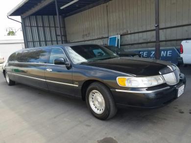 For sale: 1999 Lincoln Towncar Limousine