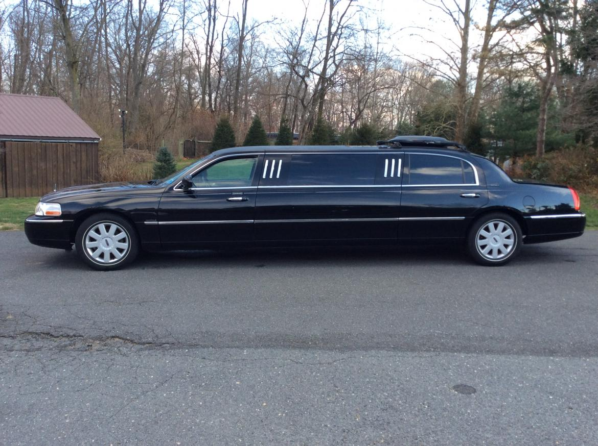 Limousine For 2005 Lincoln Town Car 70
