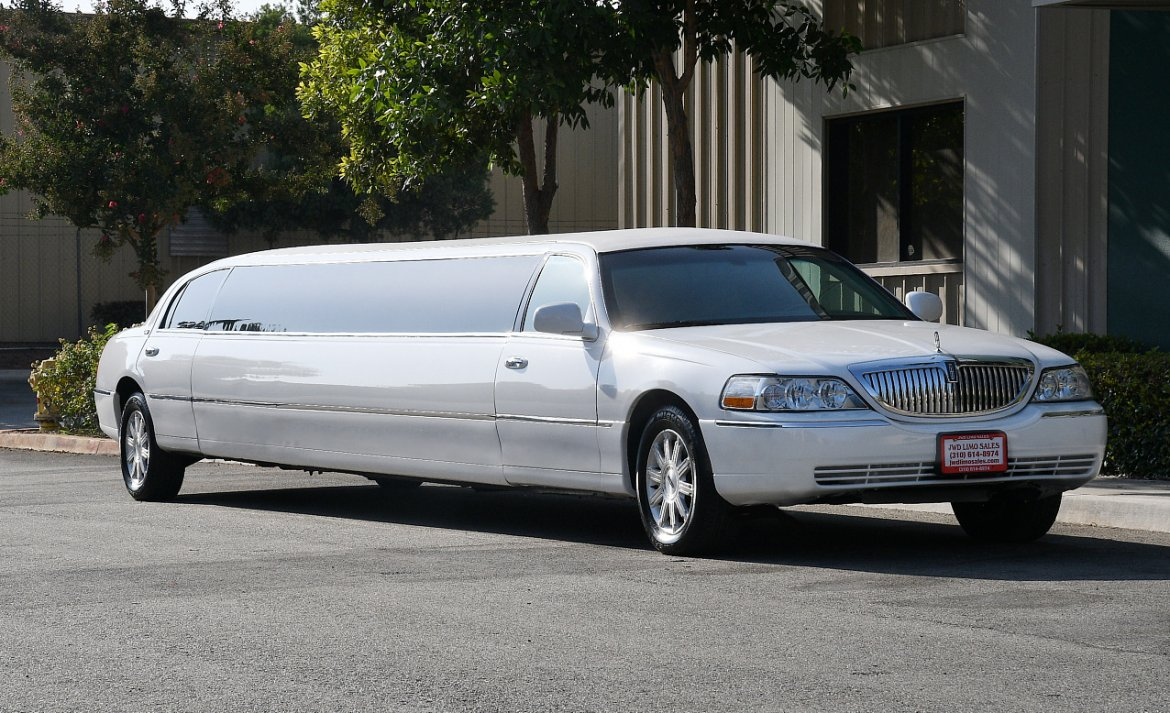Limousine for sale: 2010 Lincoln Town Car 180""