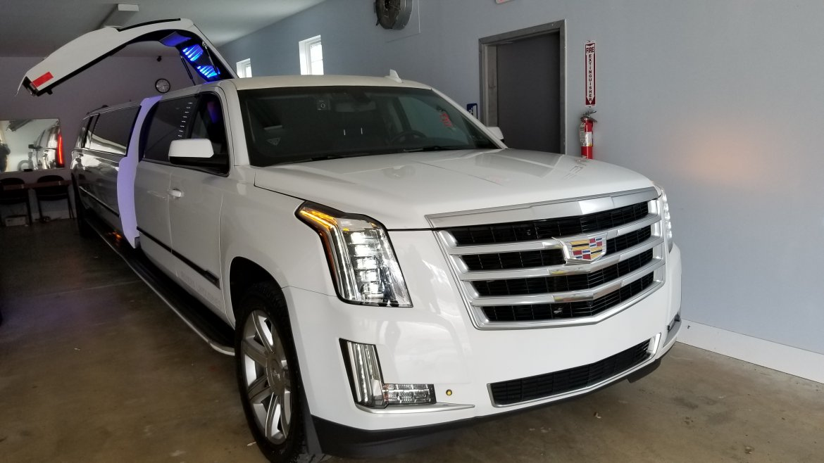 "SUV Stretch for sale: 2018 Chevrolet SUBURBAN 200"" by PINNACLE LIMOUSINE MANUFACTURERS"