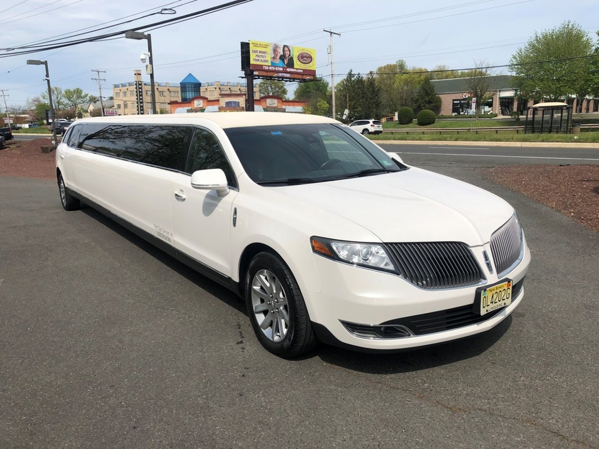 "Limousine for sale: 2015 Lincoln MKT 180"" 180"" by Moonlight Coachbuilders"