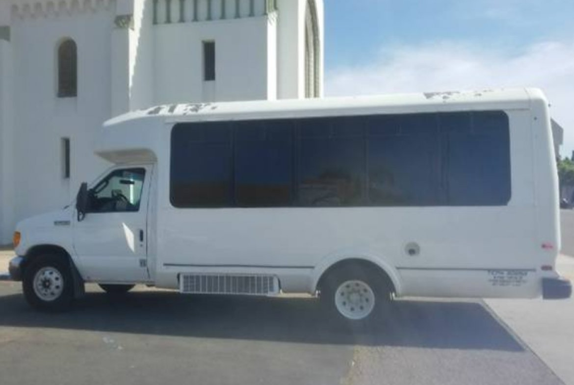 Limo Bus for sale: 2007 Ford E450