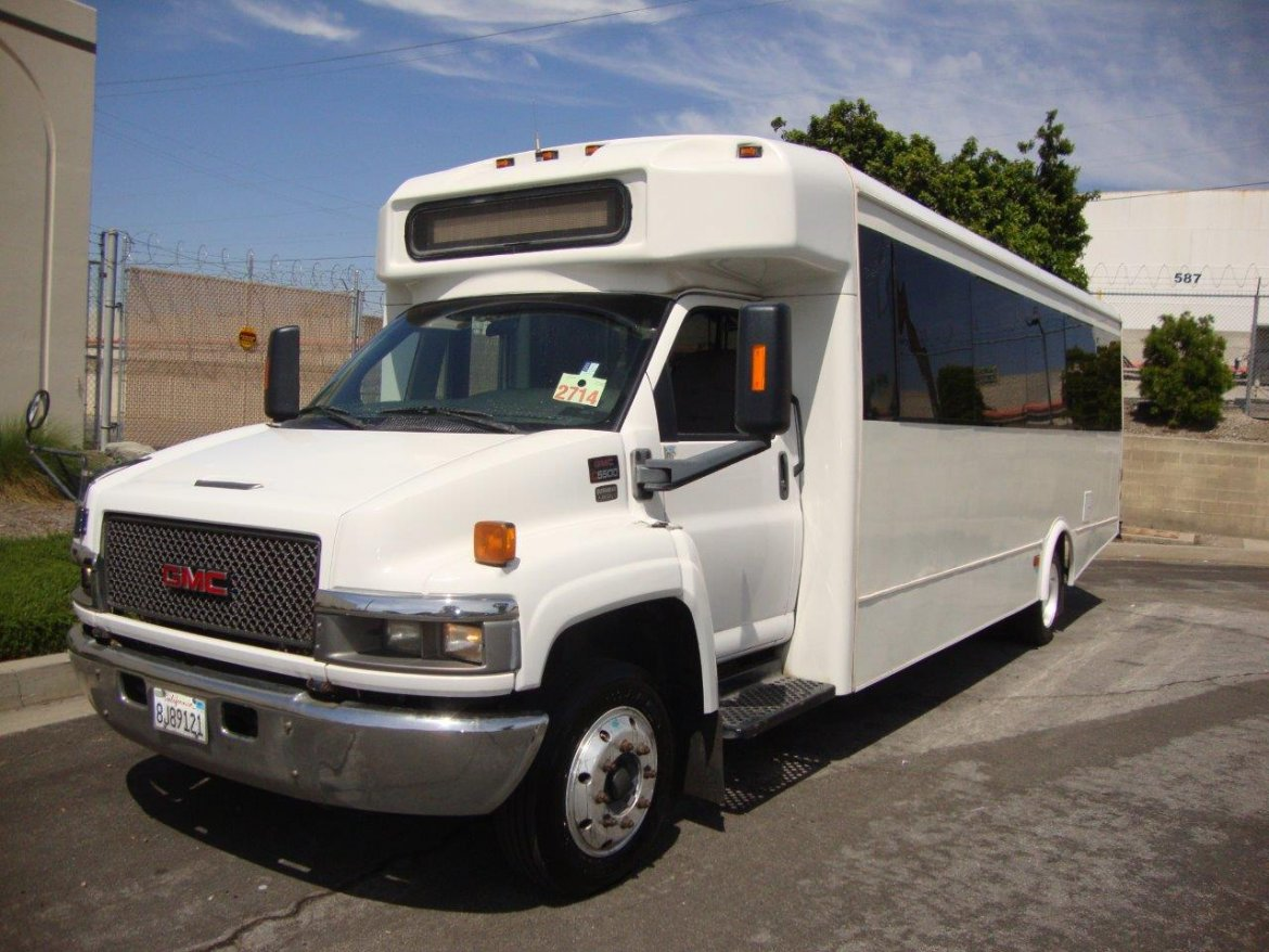 Shuttle Bus for sale: 2007 GMC C5500 ADA by Glaval Bus