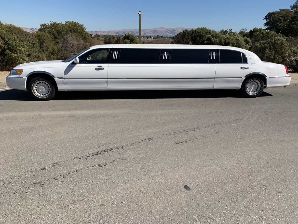 Limousine for sale: 2001 Lincoln Town car Signature by Lincoln