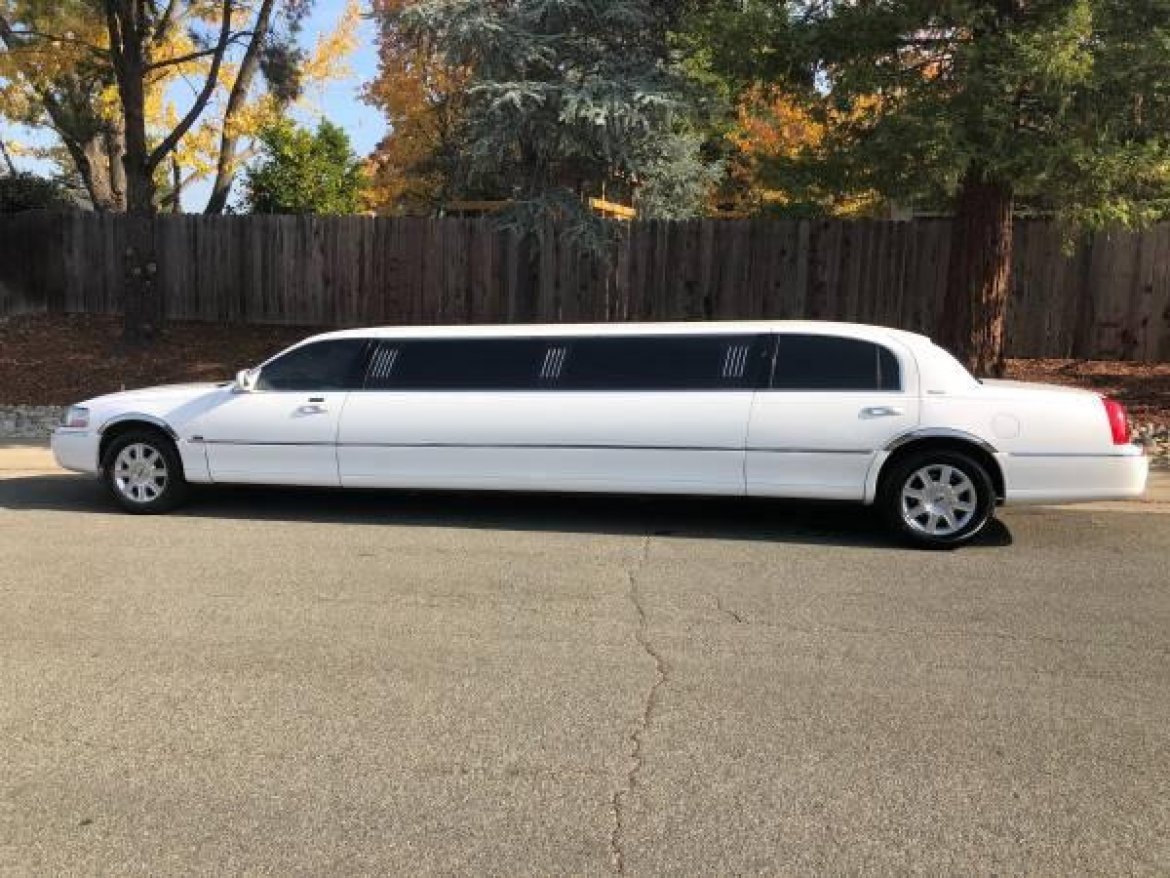 "Limousine for sale: 2006 Lincoln Towncar 120"" by Executive Coach Builders 120"" Icon Edition"