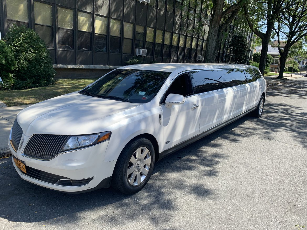 "Limousine for sale: 2013 Lincoln Mkt 120"" by Royal"