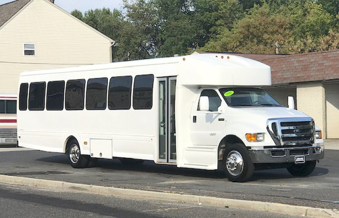 "Shuttle Bus for sale: 2011 Ford F-650 40"" by Starcraft"
