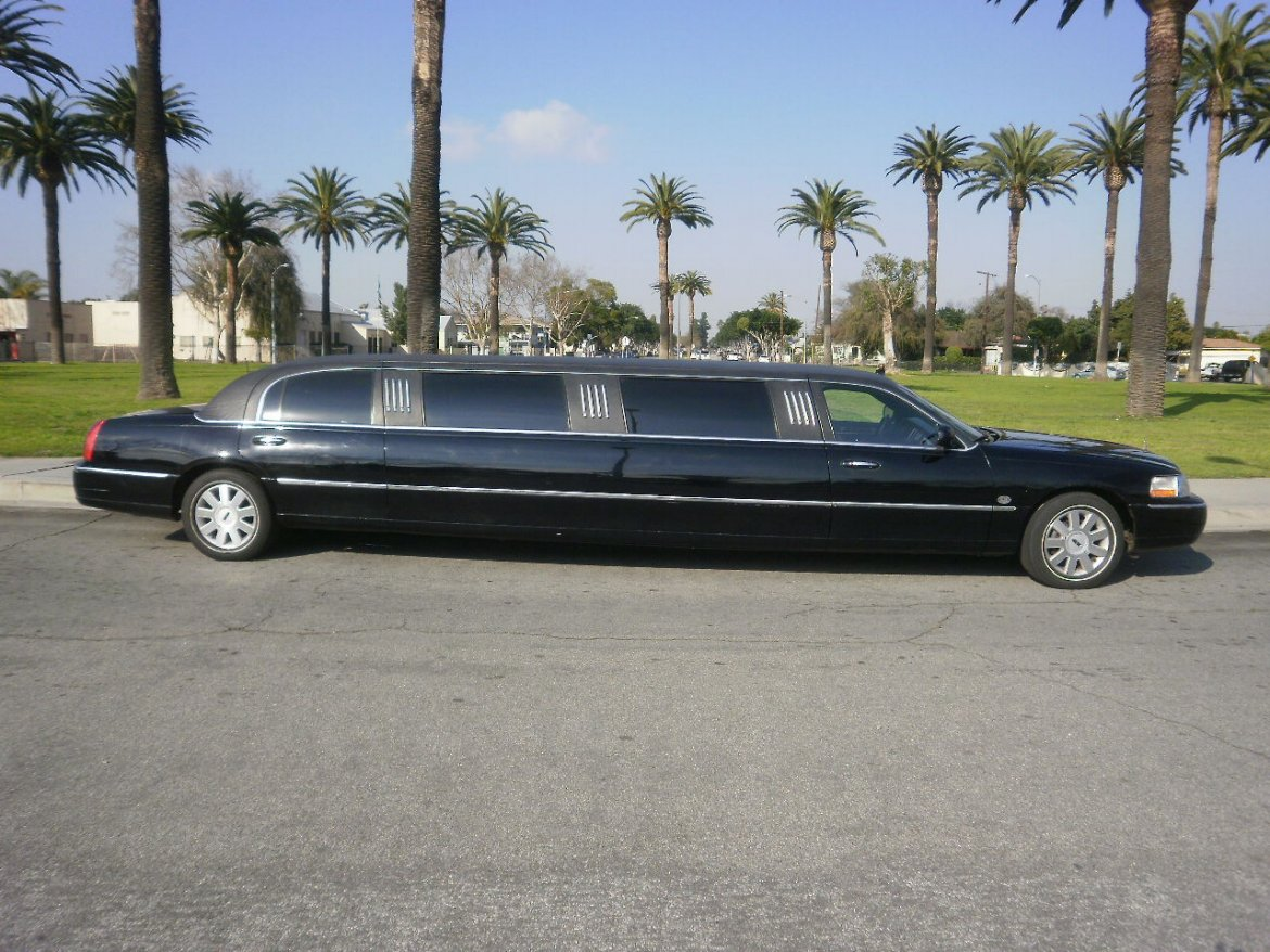 Limousine for sale: 2005 Lincoln town car