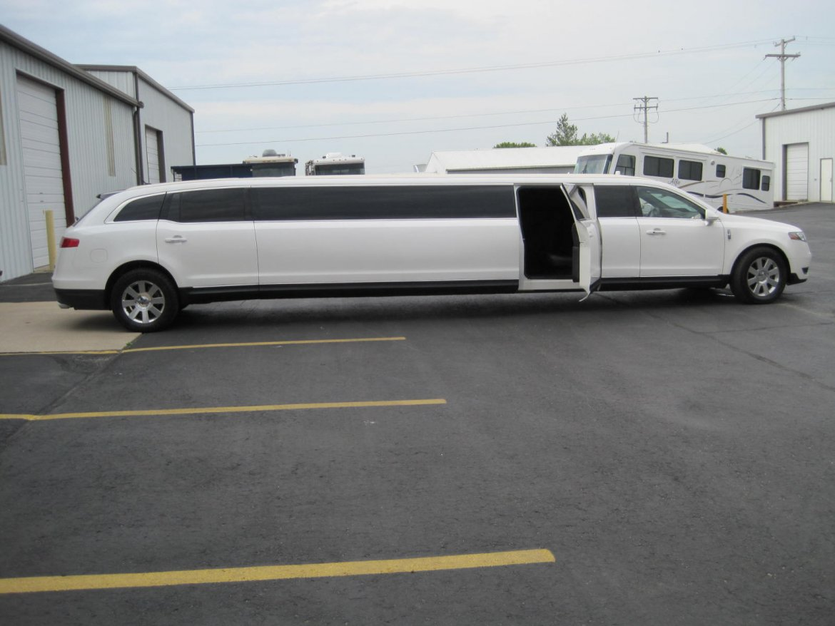"Limousine for sale: 2014 Lincoln MKT 180"" by Moonlight"