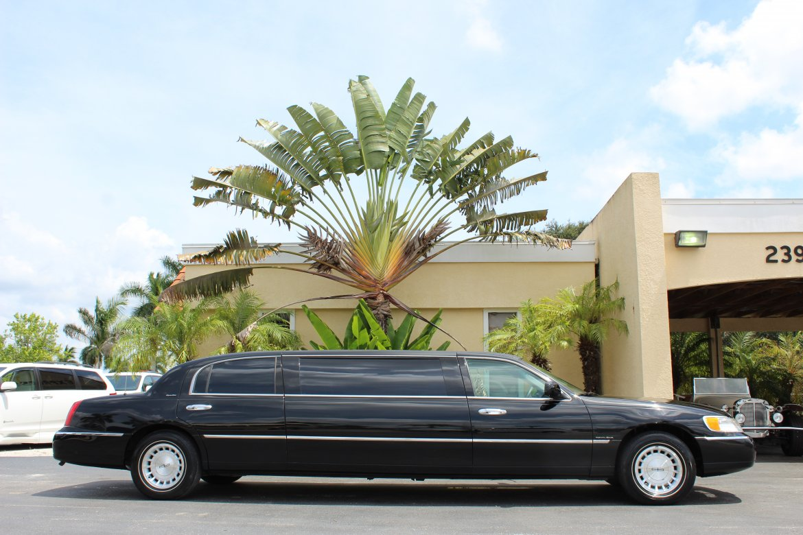 Limousine for sale: 1999 Lincoln Town Car by DaBryan