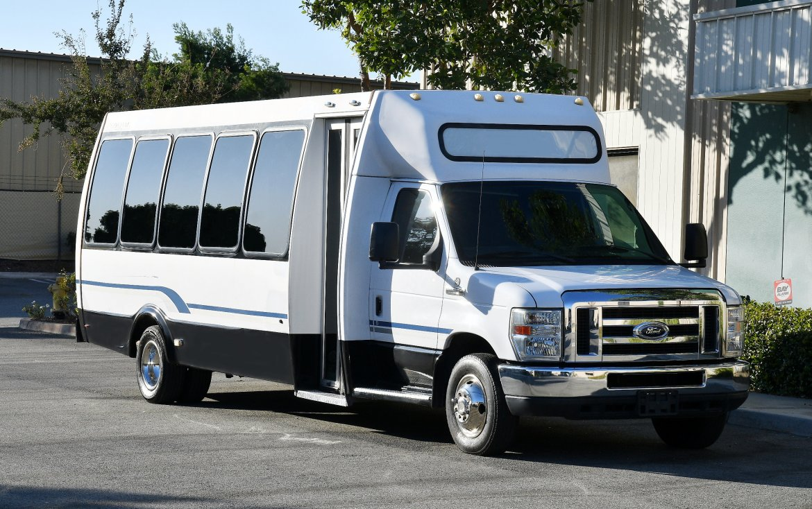 Shuttle Bus for sale: 2013 Ford E-450 by Federal Coach