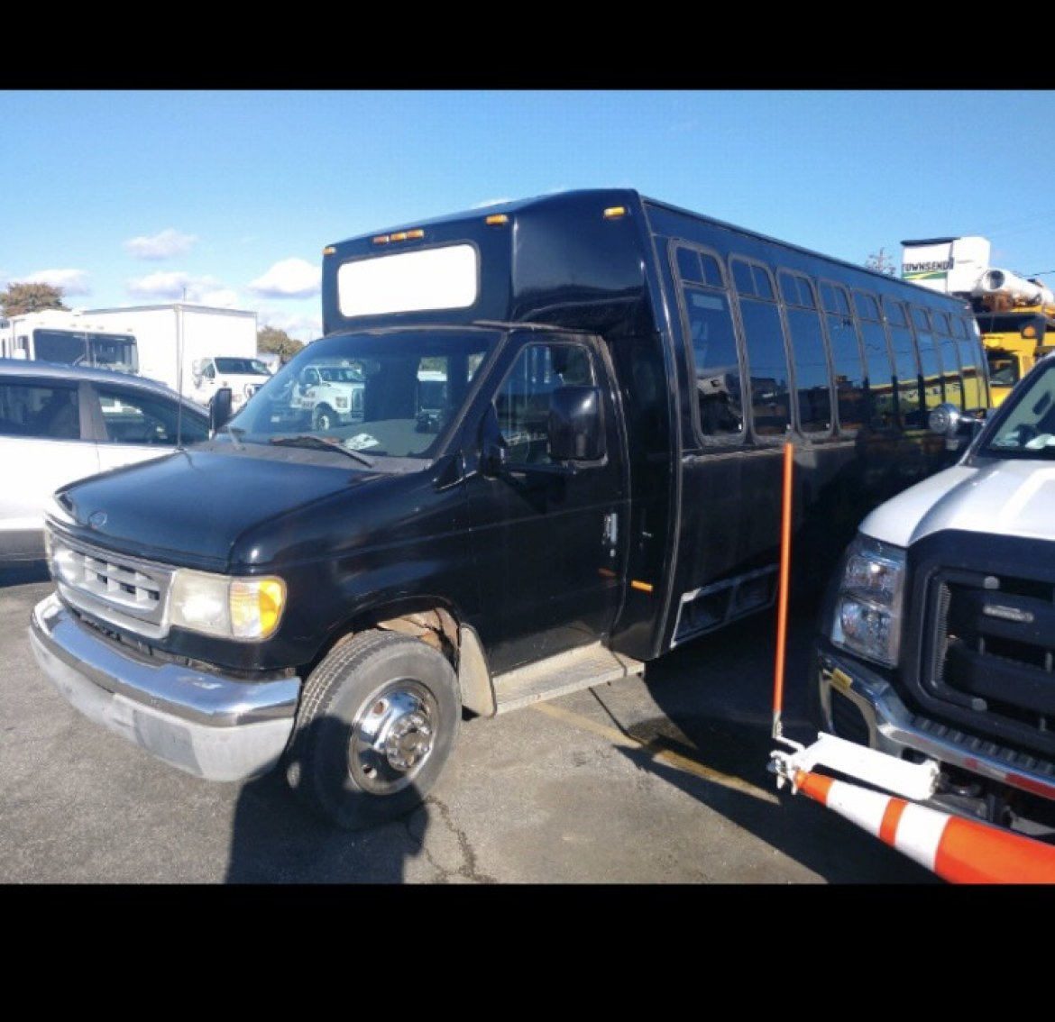 Limo Bus for sale: 2001 Ford E 450 186""