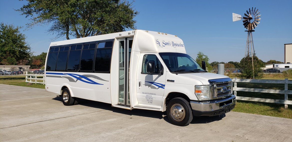 Shuttle Bus for sale: 2013 Ford E450 by Federal
