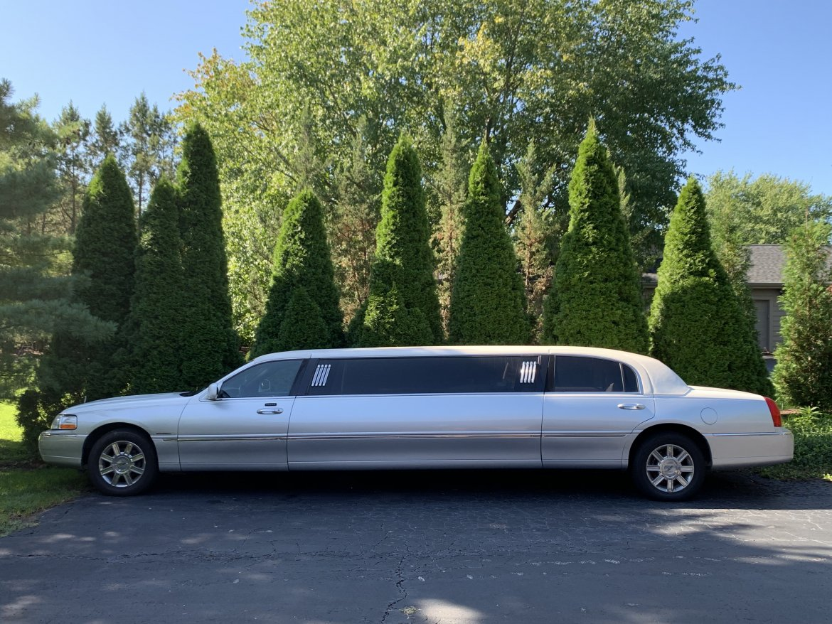 "Limousine for sale: 2007 Lincoln Towncar 120"" by Krystal"