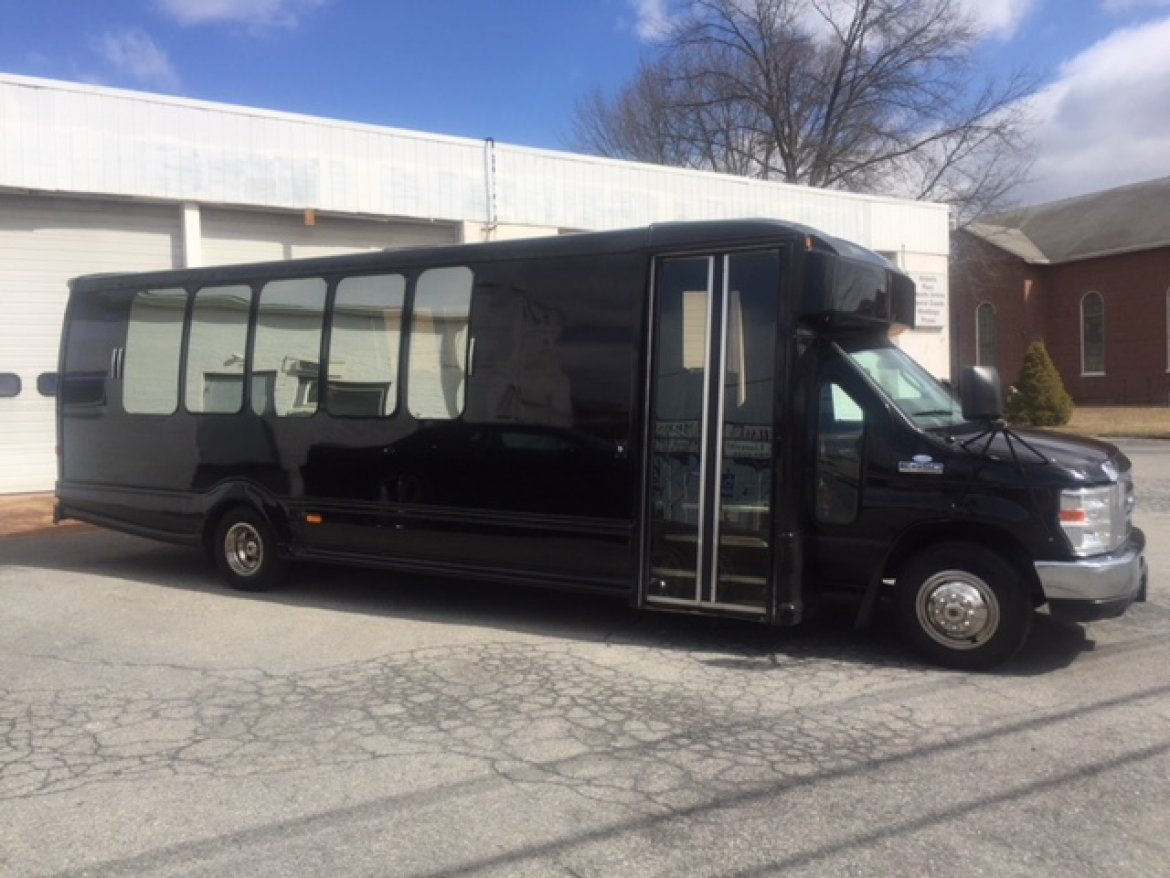 Limo Bus for sale: 2013 Ford E - 450 by Turtle Top