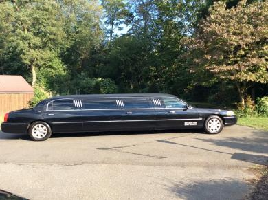 "For sale: 2007 Royale 120"" Lincoln Town Car Limousine"