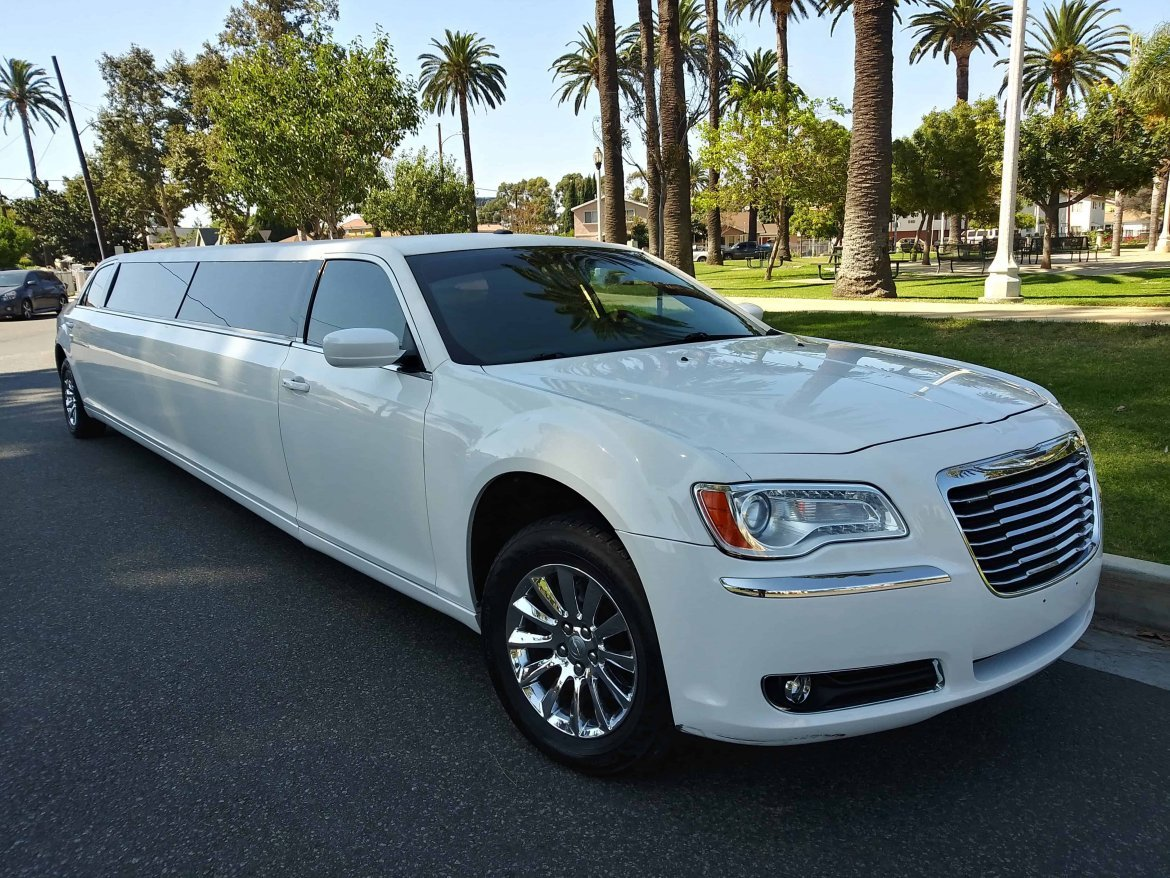 Limousine for sale: 2011 Chrysler 300 by Imperial Body