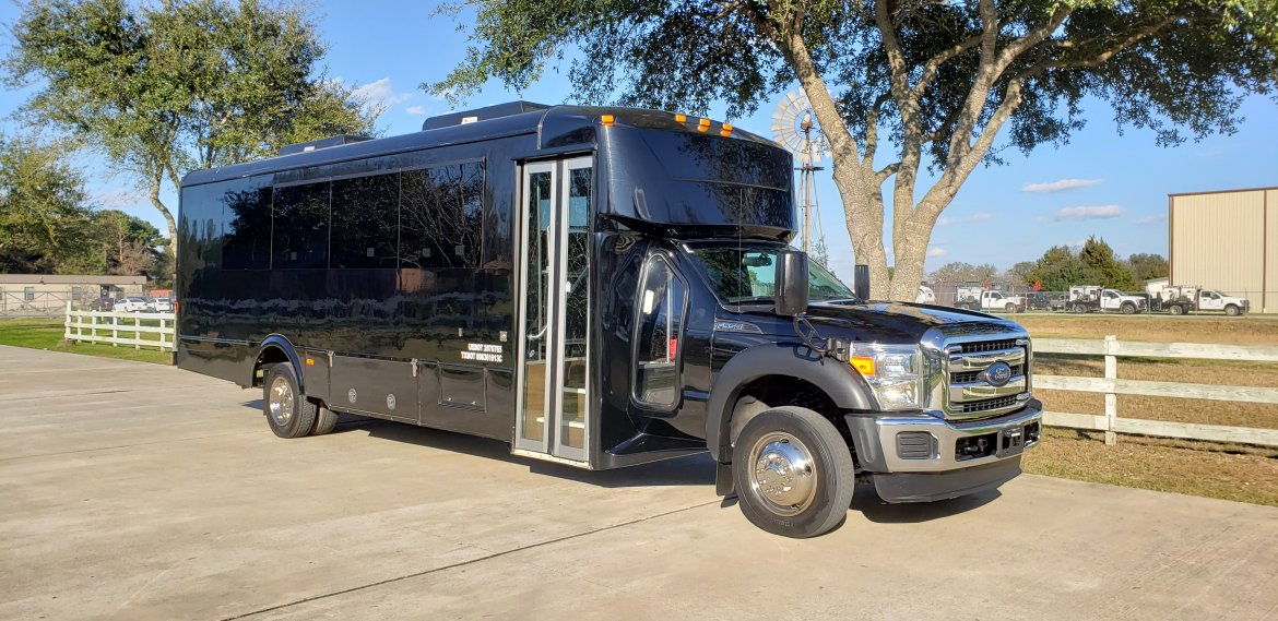 Shuttle Bus for sale: 2015 Ford F550 by Glaval