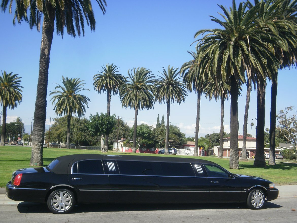 Limousine for sale: 2007 Lincoln towncar