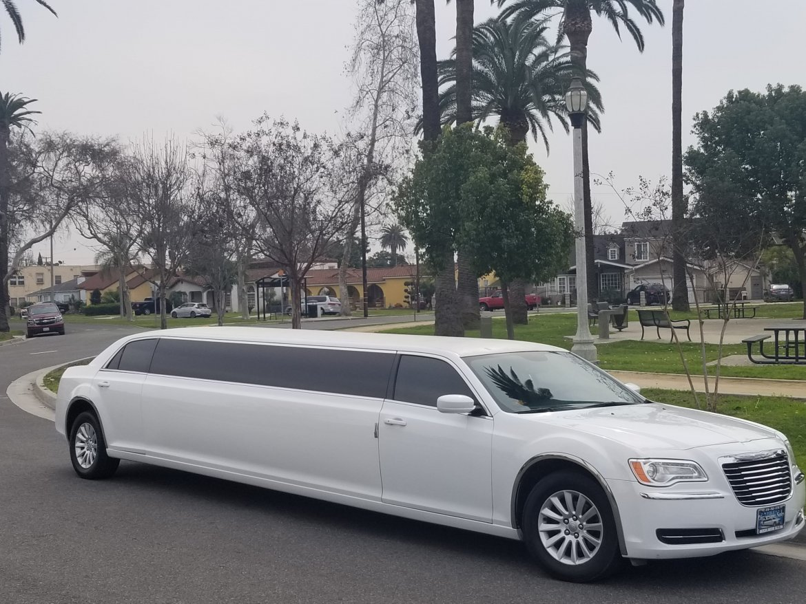Limousine for sale: 2014 Chrysler 300