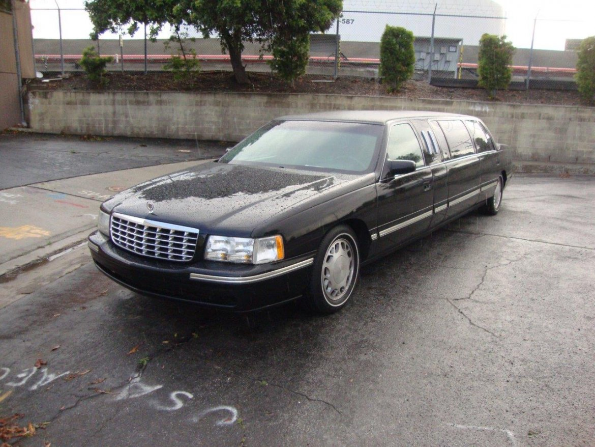 Limousine for sale: 1998 Cadillac Deville by Superior Coach