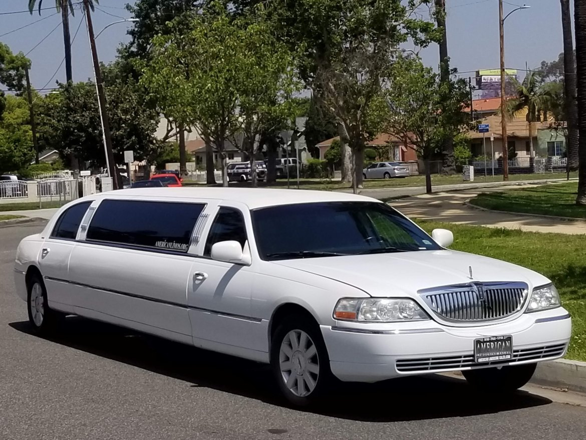 Limousine for sale: 2005 Lincoln towncar