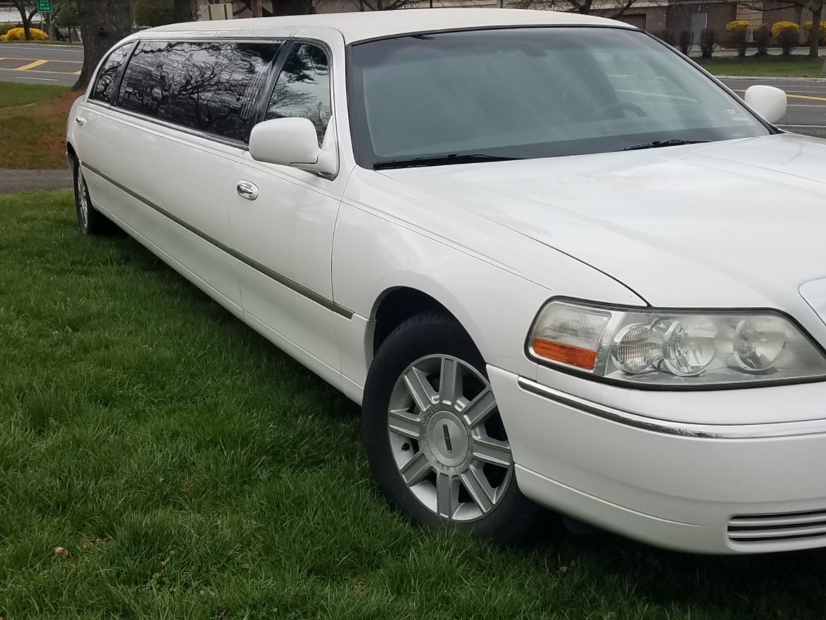 "Limousine for sale: 2008 Lincoln Limited 120"" by Executive Coach"
