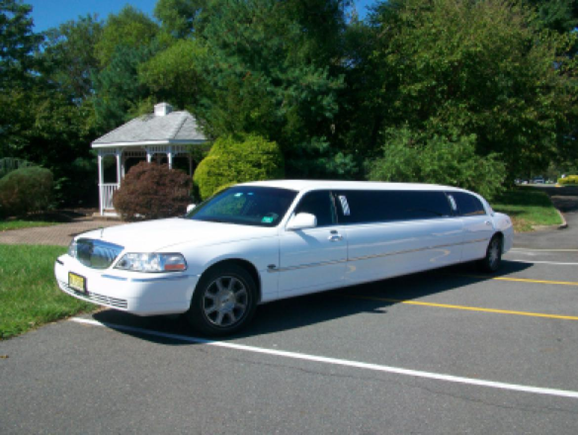 "Limousine for sale: 2008 Lincoln 120"" WHITE STRETCH 120"" by EMPIRE"