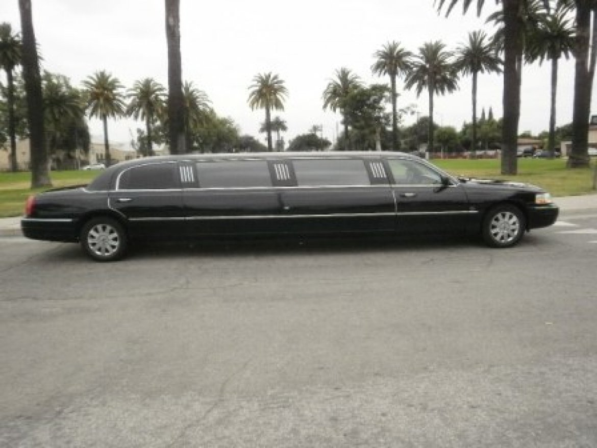 Limousine for sale: 2003 Lincoln Towncar