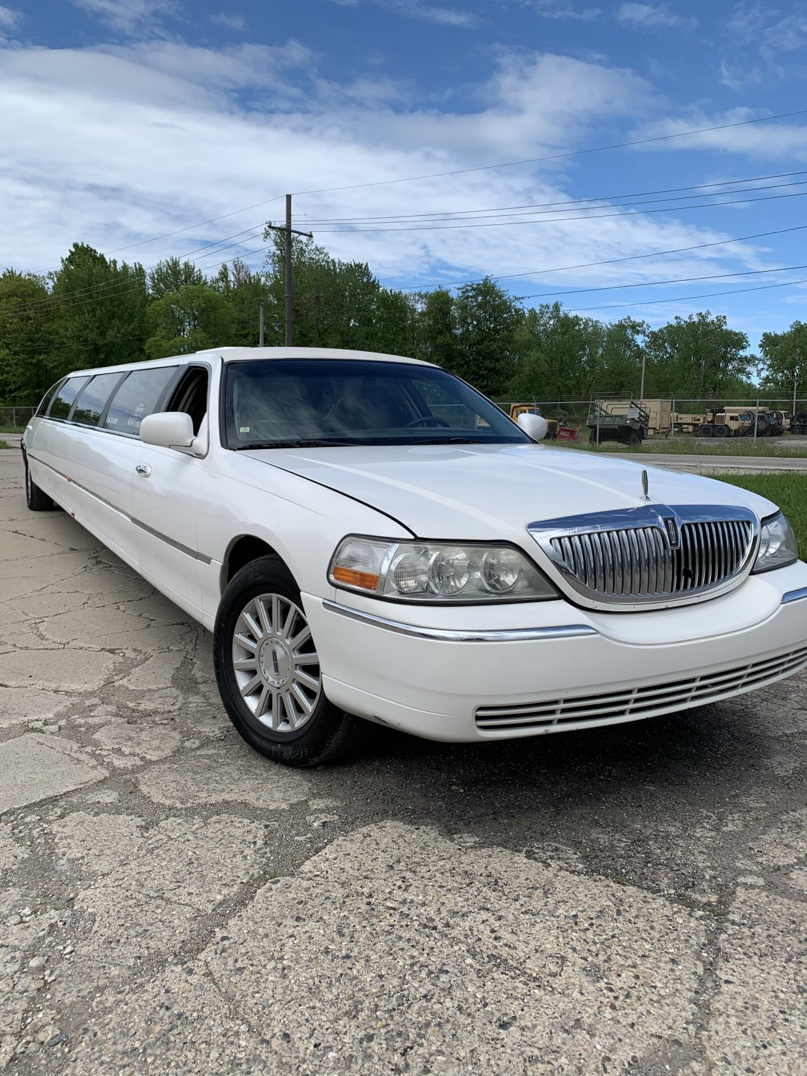 Limousine for sale: 2005 Lincoln Town Car 180""