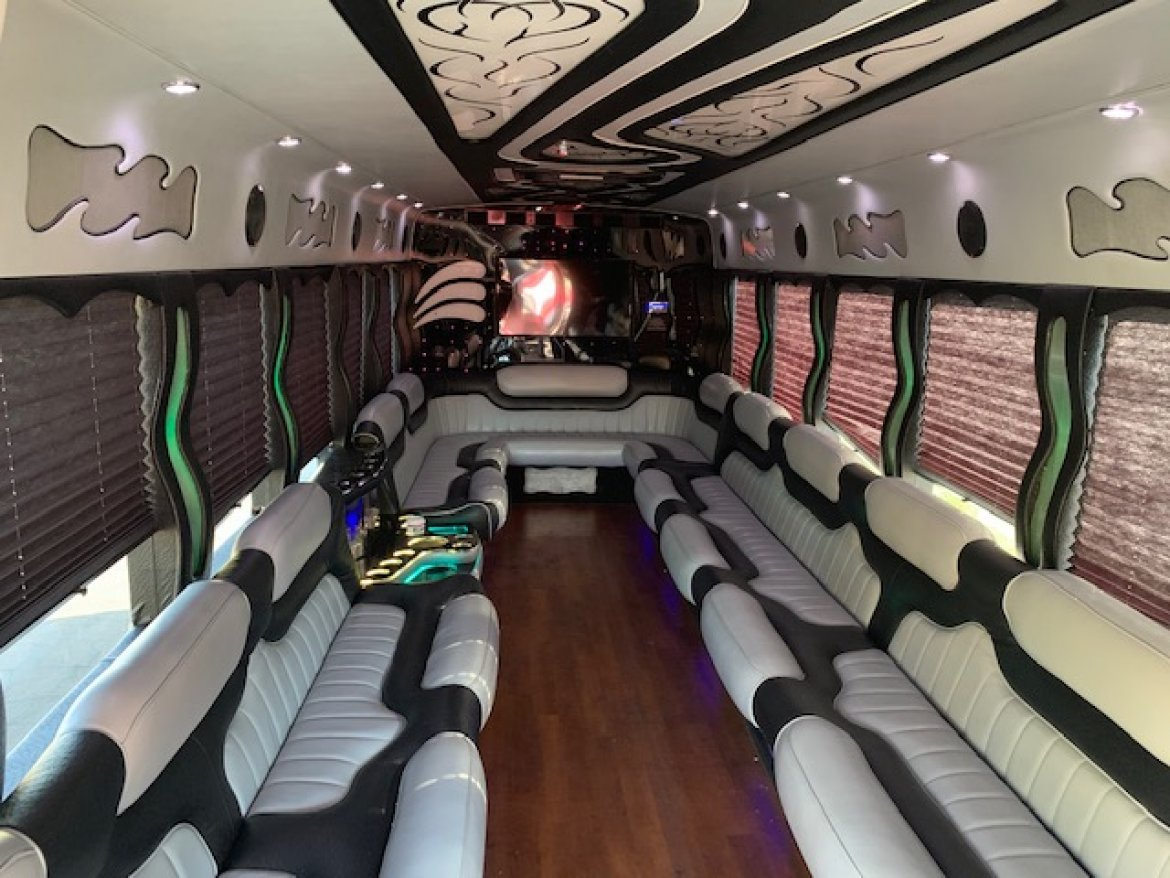 Limo Bus for sale: 2013 International 3200 by Starcraft