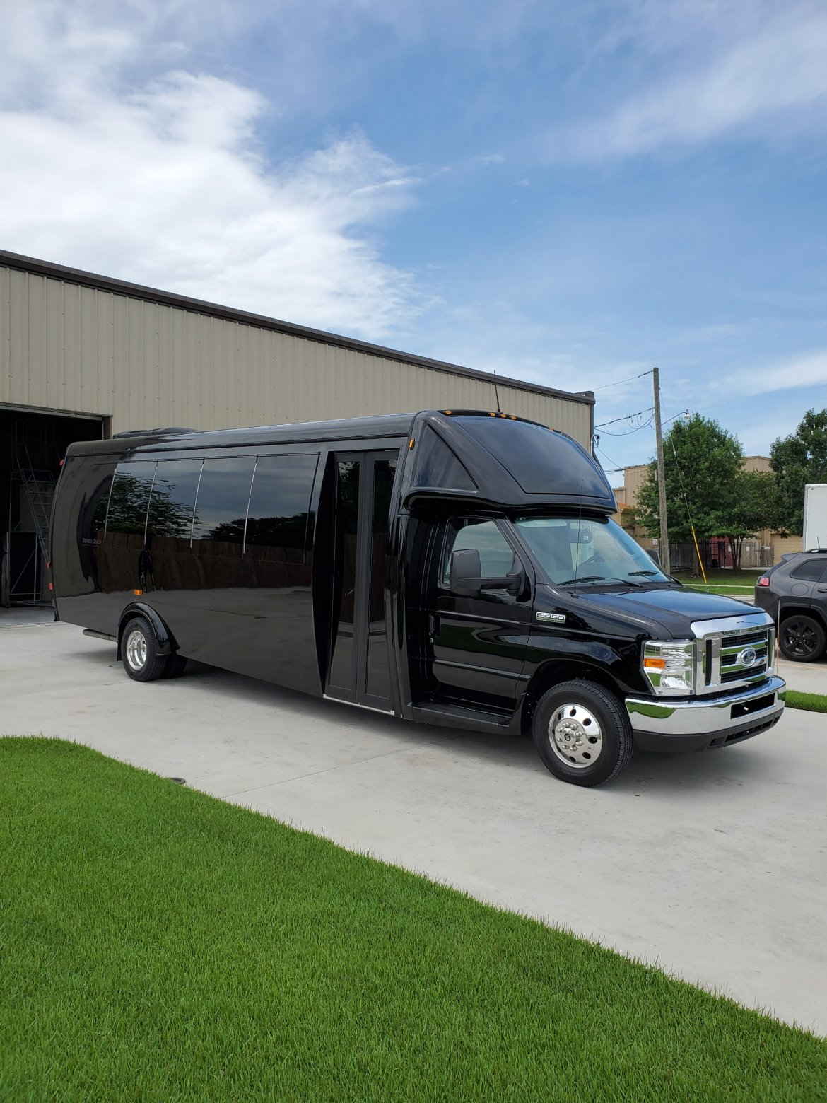 Shuttle Bus for sale: 2019 Ford E-450 by Global Motor Coach