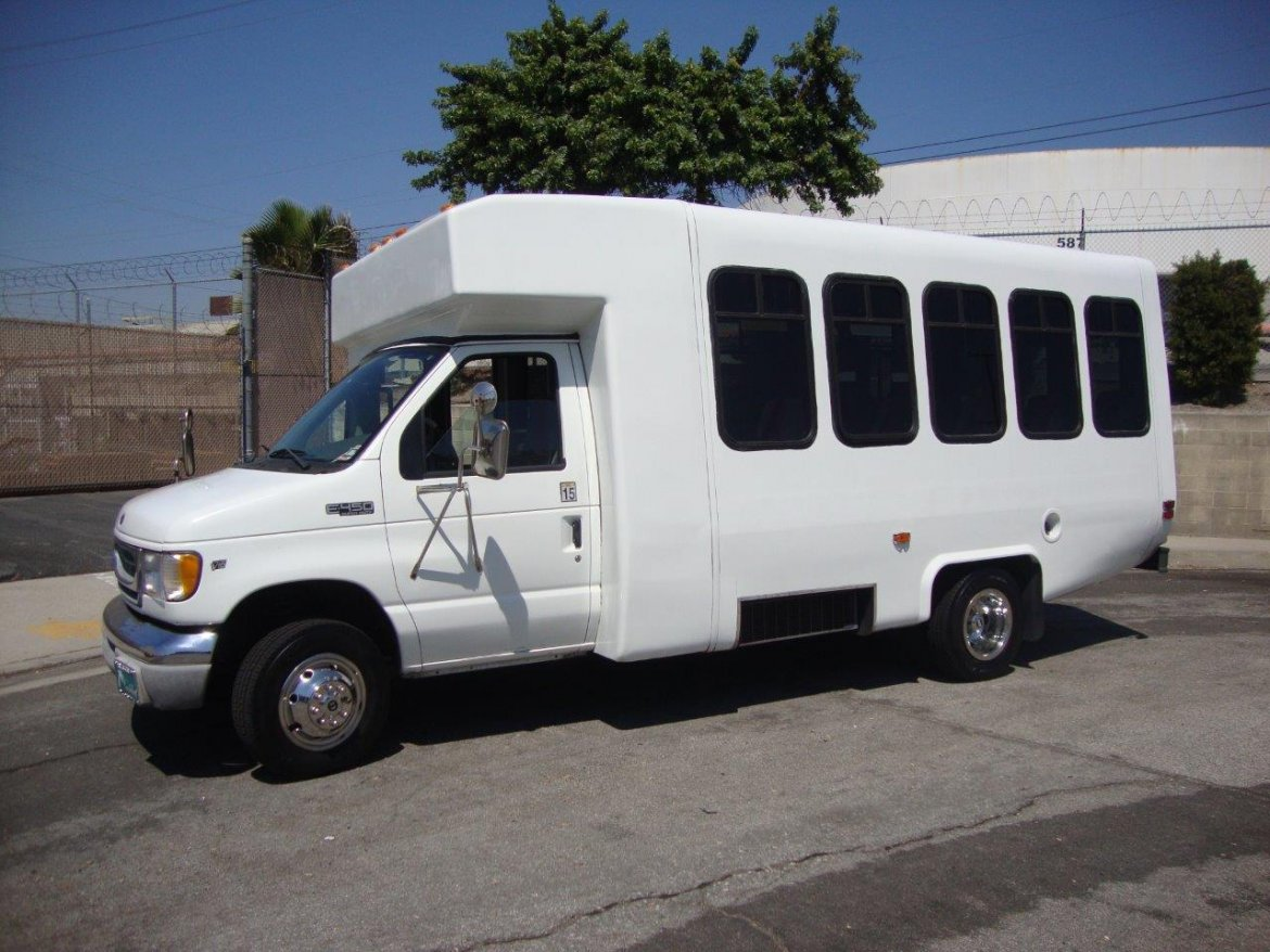 Shuttle Bus for sale: 2002 Ford E-450 Super Duty Paratransit by Diamond Coach