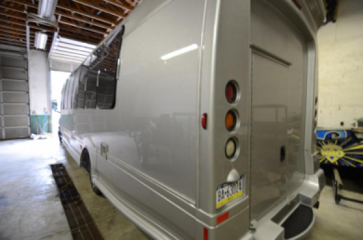 Photo of Limo Bus for sale: 2007 Chevy 5500 by Turtle Top