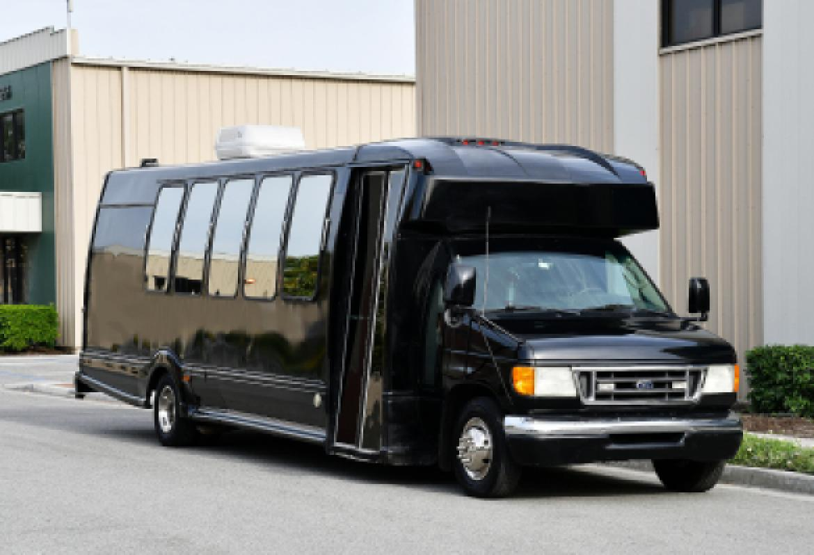 Limo Bus for sale: 2003 Ford E-450 by Turtle Top