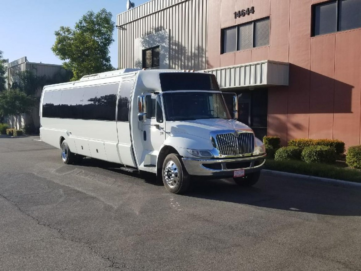 Limo Bus for sale: 2008 International 3200 by LIMOS BY MOONLIGHT