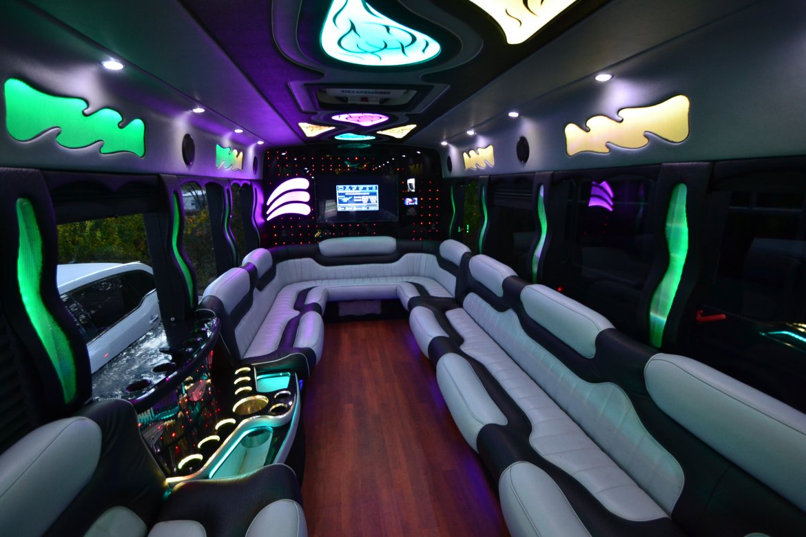 "Limo Bus for sale: 2013 International Starcraft 26"" by Top Limo Mfg."