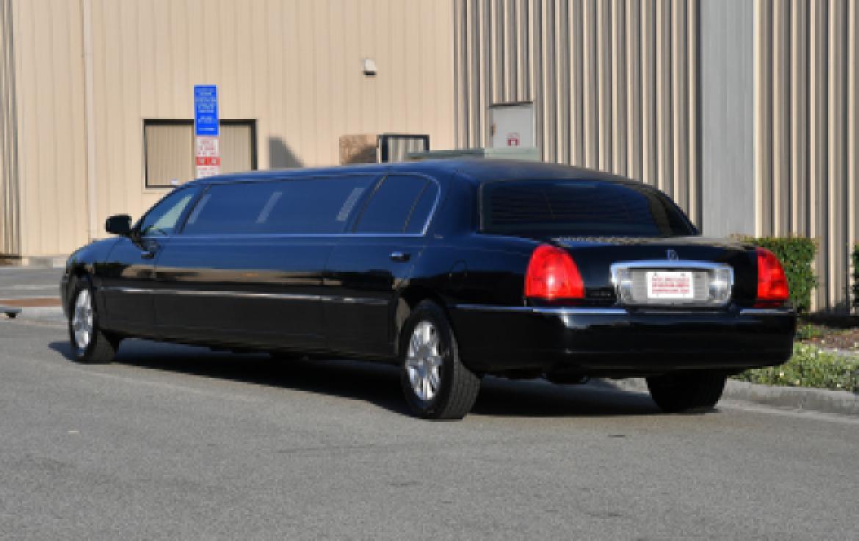 car lincoln cars executivew limousinepkg town towncar values nadaguides