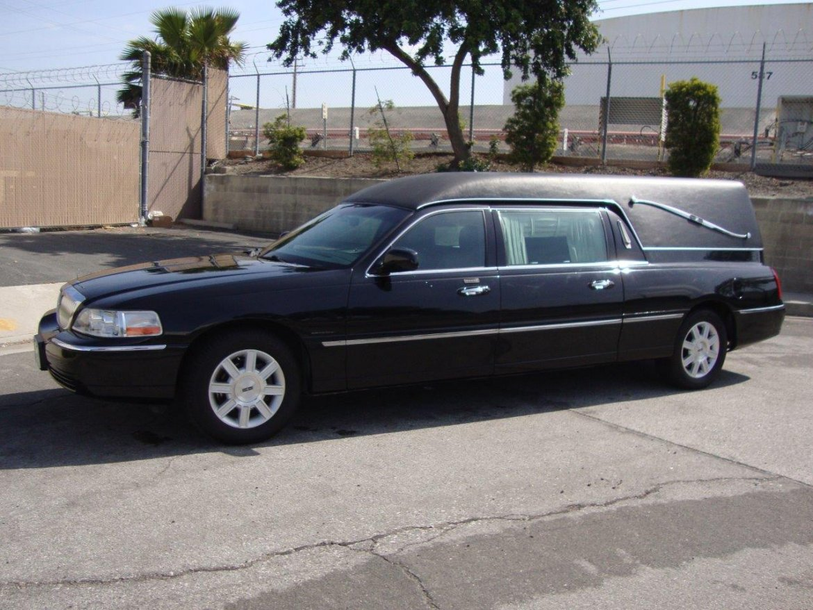 Funeral for sale: 2008 Lincoln Town Car Hearse by Krystal